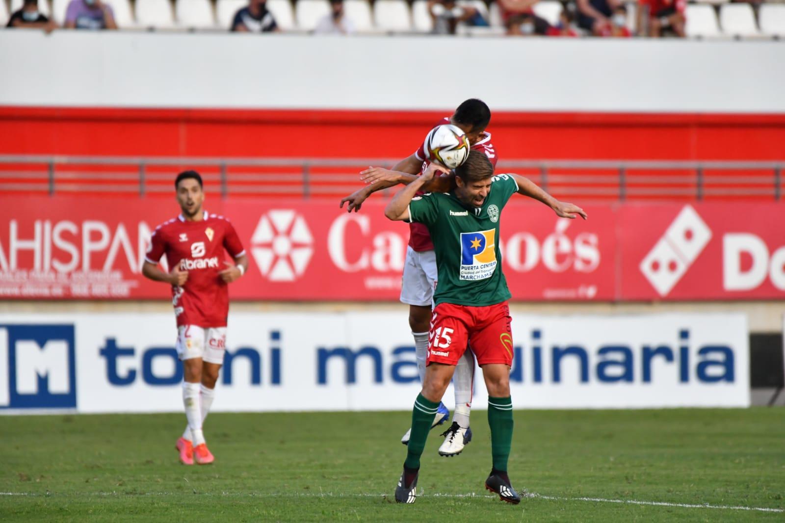 El histórico debut del CD Marchamalo en Segunda RFEF se salda con una derrota por la mínima en Murcia